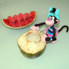 Coconut and watermelon. Tasty! Crochet monkey trip in Thailant. Phuket. Funny trip. Funny amigurumi monkey. Путешествие вязаной обезьянки в Тайланде. Вкусняшки.