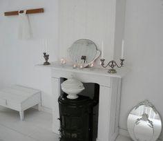 Schouw bij Jolanda. #binnenkijken #brocante #white #interior #mirrors