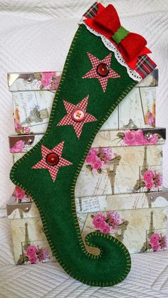 Flat sticking with stars Christmas Crafts Sewing, Christmas Arts And Crafts, Christmas Stocking Pattern, Christmas Projects, Grinch Christmas, Felt Christmas, Outdoor Christmas, Xmas Ornaments, Christmas Decorations