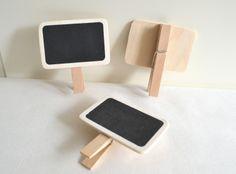 10x kleine Kreidetafeln auf Holzklammern von Herz-Buffet auf DaWanda.com