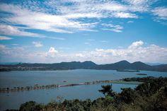 Lago Oeste de Hangzhou  Fotografía: Agente Europamundo Beijing, China, Hangzhou, Mountains, Nature, Travel, The Neighbourhood, Cruise, Nocturne
