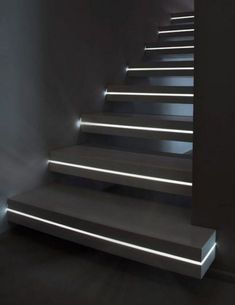 10 Marvelous Staircase Lighting Design Ideas for Your Home - Page 2 of 11 Staircase Lighting Ideas, Stairway Lighting, House Lighting, Stair Railing Design, Home Stairs Design, Traditional Staircase, Modern Staircase, Black Staircase, Marble Staircase