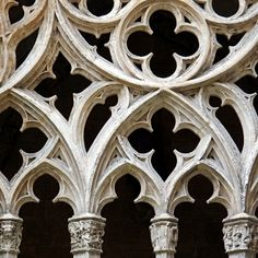 Claustro de la Catedral de Oviedo Cathedral Architecture, Gothic Architecture, Architecture Details, Gothic Windows, Church Windows, Gothic Elements, Rose Window, Church Design, A Level Art