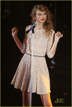 Taylor Swift at the 2010 BBC Teen Awards <3