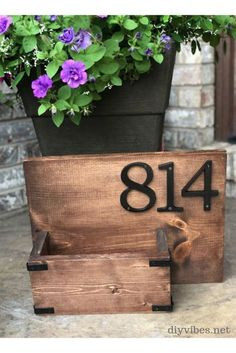 You can create curb appeal to your home with a unique house number sign. This gorgeous house number sign will look different every season when you change out the flowers! #housenumbersign #diyhousenumbers #housenumberplanter #housenumbers Diy Planters, Diy Hanging, House Numbers, Diy Signs, Solar Lights, Wooden Diy, Curb Appeal, Easy Diy, Fun Diy