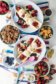 Meal Type Breakfast and Brunch Easy Banana Split Breakfast made with fresh fruits and granola Brunch Recipes, Gourmet Recipes, Breakfast Recipes, Dinner Recipes, Breakfast Ideas, Breakfast Fruit, Sweets Recipes, Fruit Recipes For Kids, Cereal Recipes