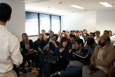 Público que lotou o salão de eventos da ANER acompanha a demonstração do Twixl Publisher. Foto: Patricia Bruni.