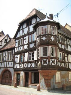 Maison_bleue.jpg (1944×2592)::Massive half timbered oriel window on a pre-1581 church, Bouxwiller, Alsace, France