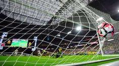 Image copyright                  ALFREDO ESTRELLA                  Image caption                     Es la segunda vez en la historia que la Eurocopa y la Copa América coinciden un mismo año.   Desde que el balón es redondo Europa y Sudamérica se disputan la supremacía en el fútbol. Inglaterra es la cuna, pero el fútbol como arte nació en Brasil, dicen unos. El mejor fútbol se juega en Europa, defienden otros, pero los mejores jugadores son sudamer