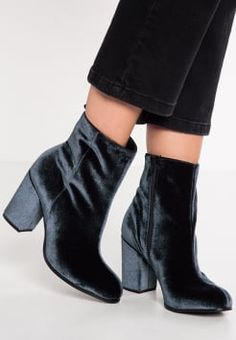 Femme Évasée Talon Matelassé Bottines à talon bottier et bout carré Rembourré Hiver Chaussures