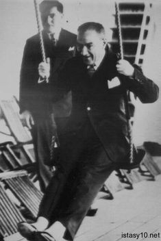 Atatürk, founder of Turkish Republic I Love School, Empire, Great Leaders, Galaxy Wallpaper, New Shows, Signs, Good People, Che Guevara, Nostalgia