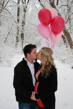 Balloon gender reveal, like the pose not the snow so much Gender Reveal Balloons, Baby Shower Gender Reveal, Baby Gender, Fun Baby Announcement, Gender Announcements, Pregnant Announcements, Gender Reveal Photography, Family Photography, Photography Ideas