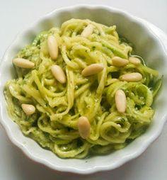 Spaghetti di zucchine al pesto