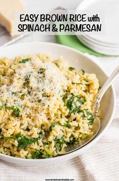 Brown rice with spinach and Parmesan cheese is an easy, healthy, one-pot side dish with just a few simple ingredients! Recipes sides Brown rice with spinach and Parmesan cheese - Family Food on the Table Brown Rice Dishes, Rice Side Dishes, Dinner Side Dishes, Healthy Side Dishes, Side Dishes Easy, Side Dish Recipes, Food Dishes, Simple Rice Dishes, Diabetic Side Dishes