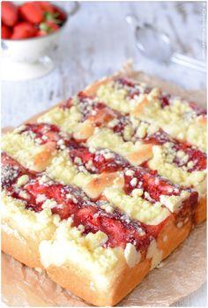 Puddingbuchteln mit Erdbeerfüllung und Streuseln II