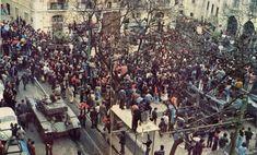 Imagem de multidão no Largo do Carmo Século