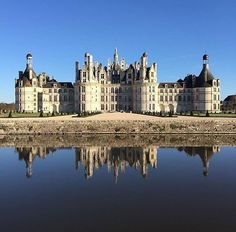 Definitely one of the most picturesque castles in France, Chambord! Cool picture from @clement_ling . . . . . #chambord #architecture #architecturelovers #castle #reflection #お城 #instagram #instagood #instadaily #france #法國 #フランス #francia #프랑스 #prancis #فرانسه #frança #франция #ฝรั่งเศส #fransa #happy #bluesky #travel #photo #photography #picoftheday #photooftheday #行きたい #beautyoffrance #igers