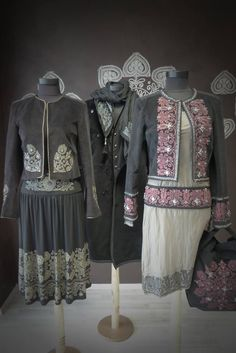 igéző viselet Folk Fashion, Womens Fashion, Hungarian Embroidery, Embroidery Fashion, Traditional Dresses, Textiles, Embroidery Patterns, Passion For Fashion, Fashion Dresses