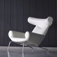 Ox Chair by Hans Wegner. One of my favorites by him. Something about the scale.