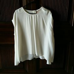 Zara off white tunic Zara off white tunic with longer sides so that you can wear this with any bottoms. Zara Tops Tunics