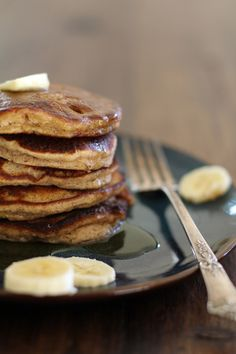 Banana Bread Almond Flour Pancakes | http://www.theroastedroot.net #glutenfree
