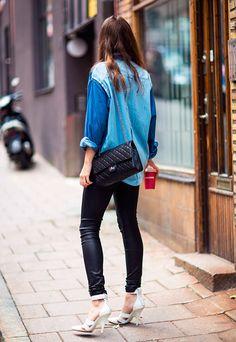 calça de couro com camisa jeans: tendência!