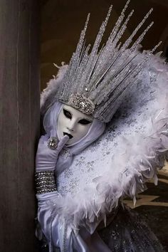 I would make a full body, slim jumpsuit of this and walk around town on hallowee. - I would make a full body, slim jumpsuit of this and walk around town on halloween. Venetian Carnival Masks, Carnival Of Venice, Venice Carnival Costumes, Venetian Masquerade, Venice Beach, Mardi Gras, Headdress, Headpiece, Bel Art
