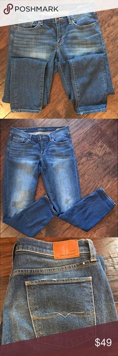 Just Listed: Lucky Jeans Brand: Lucky   Style:  Charlie Baby Foot  Measurements Laying Flat:   Waist-    16 Total- 32  Front Rise:  8 Back Rise: 13 Inseam- 32 Size- 6   CONDITION: EUC  ❌Trades❌  ⚡️I ship lightening fast⚡️  🎉Discounts with bundles🎉 Lucky Brand Jeans Boyfriend