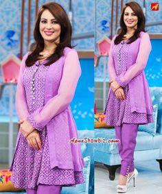 Beautiful click of Farah at her morning show   #Pakistan #MorningShow #Farah #AplusTV #Host #WomensFashion #ShalwarKameez #EasternWear