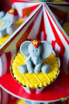 CAMILABRAO: Cupcakes, doces e Pirulitos para o Circo do Lucas