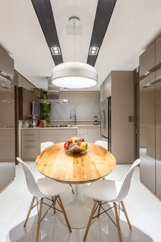 Modern Kitchen by Saviany Monteiro