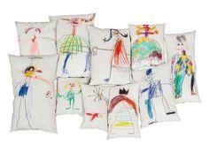 Kunst im Kinderzimmer Diese Kissen sind ein Blickfang – die niedlichen Kinderzeichnungen ziehen sofort die Aufmerksamkeit auf sich. Haben Sie den blauen Schornsteinfeger erkannt? Oder...