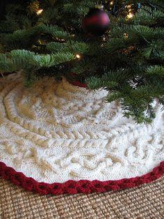 Winter Wonderland Tree Skirt Free Knitting Pattern In Red