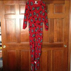 💢traded in person Adult skull footie pajamas Super warm an comfy footie pjs Intimates & Sleepwear Pajamas