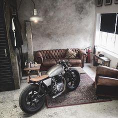 Moto Space Monday: @relicmotorcycles makin' it look easy – found via @deprtmt. #dropmoto