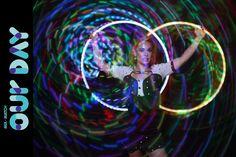 Artista circense Bambolê led em eventos corporativos em São Paulo.  Contate-nos humorecirco@gmail.com (11) 97319 0871 (21) 99709 6864 (73) 99161 9861 whatsapp. Fair Grounds, Lights, Party, Artists, Corporate Events