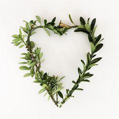 do it yourself divas: DIY Valentines Day Chair Sash / Heart Wreath