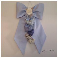 Fiocco nascita in piquet azzurro con 5 cuori e rosa di lino, by fattoamanodaTati, su misshobby.com