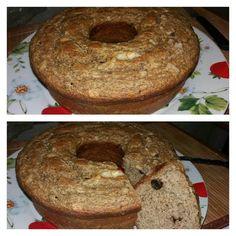 Que tal um bolo sem açúcar pro lanche da tarde? Adicionar frutas à massa ajuda a adoçar e dispensar o açúcar. Segue receitinha: - 3 ovos - 1/3 xícara de óleo de sua preferência - 2 xícaras de aveia em flocos - 4 bananas maduras - 1 xícara de uva passa - 1 colher de chá de canela em pó - 1 colher de sopa de fermento Pode ser enriquecido ainda com frutas secas (damasco tâmara ameixa etc) sementes (chia linhaça etc) e castanhas. Bata no liquidificar a banana uva passa ovos e óleo. Depois…