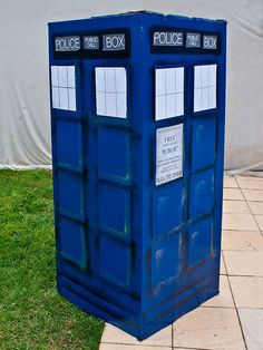 Picture of Doctor Who - Simple Fridge Box Tardis. CAN WE DO THIS @Gretel Sneath Sneath Hurych??!??