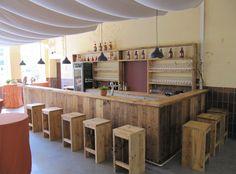 Für das Gut Vehr haben wir den kompletten Ladenausbau aus #Bauholz übernommen und ihn individuell und in Handarbeit gefertigt.