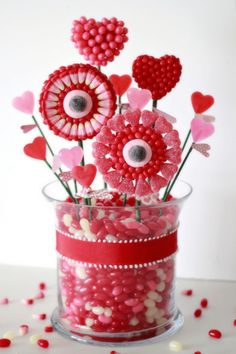 Crafty Sisters: Valentine Candy Bouquet ♥ For Ms. Winnie on Valentines Day Valentines Day Food, Valentine Day Love, Valentines Day Decorations, Valentine Day Crafts, Holiday Crafts, Holiday Fun, Candy Decorations, Valentine Ideas, Holiday Parties