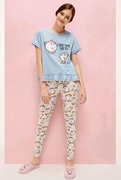 Primark womenswear and pyjamas beauty and the beast chip mug mrs potts Primark womenswear e pijamas beleza e a besta chip caneca srs potts Pajamas For Teens, Girls Pajamas, Pajamas Women, Pijama Disney, Disney Pajamas, Satin Pyjama Set, Pajama Set, Lazy Day Outfits, Cute Outfits