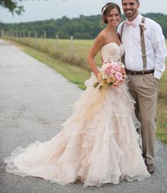Country Wedding Dresses with Ruffles Sweetheart Neckline Lace Chapel Train Organza Vintage Bridal Gowns Open Back 2015 Chic