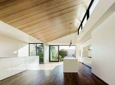 Espacio para cocina con techo inclinado