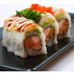 Mikuni Marilyn Monroll- Scallop, avocado, crab mix, panko shrimp, sauce, masago and onion