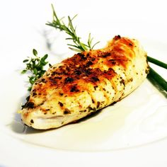 Grilled Chili-Lime Chicken- Fast, Delicious Recipe That The Whole Family Likes - Daily Cooking Recipes Chicken Steak, Roasted Chicken, Grilled Chicken, Baked Chicken, Chicken Recipes, Recipe Chicken, Rosemary Chicken, Lime Chicken, Balsamic Chicken