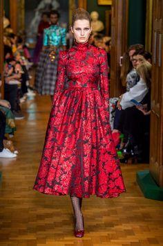 Erdem at London Fashion Week Fall 2019 - Runway Photos New York Street Style, Street Style Fashion Week, Vogue Fashion, Fashion 2017, High Fashion, Womens Fashion, Fashion Trends, Moda Instagram, London Fashion Weeks
