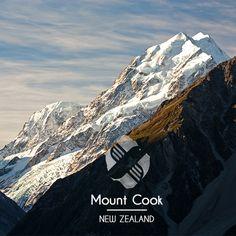 Situé dans l'Île du Sud de la #Nouvelle-Zélande, le majestueux #MontCook culmine à 3 764 mètres et domine le Parc national du même nom, inscrit au patrimoine mondial de l'UNESCO depuis 1953. Le parc se compose de plus de 140 sommets et compte 72 glaciers.  #Instago #instagood #instalike #instatrip #instatravel #instafollow #igers #followme #TripConnexion #mountains #peaks #instadaily #instalike #voyage #glaciers #unescoworldheritage #summit #newzealand