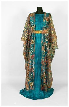Photo by Philippe Leclercq. Isabelle de Borchgrave`s paper gown in the style of Mariano Fortuny.